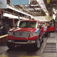 Ford временно закроет 10 заводов , фото 1