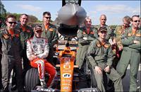 Истребитель F16 «порвал» болид «Формулы-1», фото 1