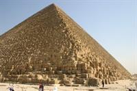 Двигатели автомобилей разрушают пирамиды, фото 1
