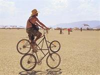 Четырехколесное транспортное средство с повадками велосипеда.