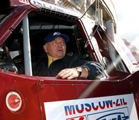 Лужков прокатился на раллийном багги команды «Москва-ЗИЛ», фото 1