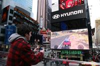 Hyundai установил в Нью-Йорке гигантский экран, фото 1