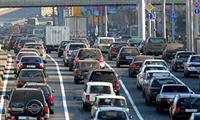 Пассажиры пересели из машин в автобусы, фото 1